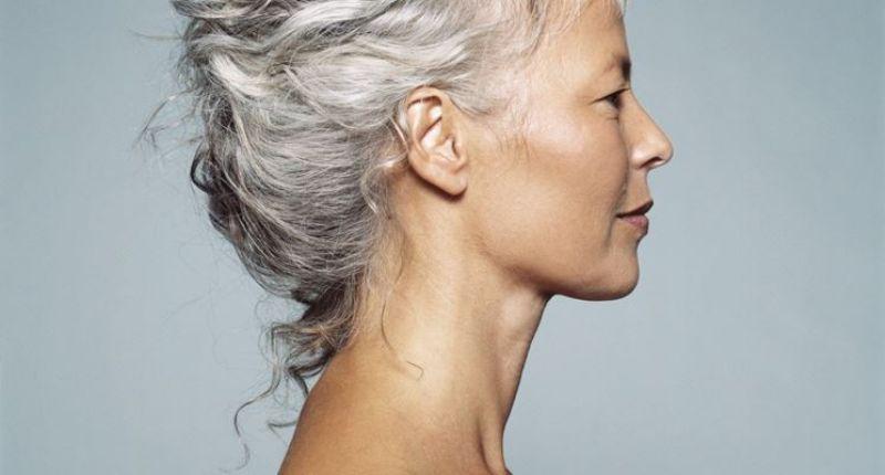 capelli bianchi donna